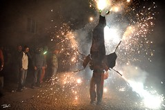 Correfoc 023 (Pau Pumarola) Tags: correfoc foc fuego feu fire feuer guspira chispa étincelle spark funke festa fiesta fête fest diable diablo devil teufel catalunya cataluña catalogne catalonia katalonien girona diablesdelonyar