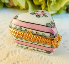 Limoges Peint Main Hand Painted Porcelain Trinket Box ~ Heart ~ Floral (Donna's Collectables) Tags: limoges peint main hand painted porcelain trinket box heart floral thanksgiving christmas