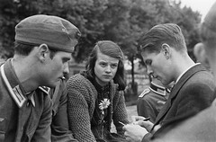 #Sophie and Hans Scholl, members of the White Rose (History inside)[2000x1314] #history #retro #vintage #dh #HistoryPorn http://ift.tt/2fA5KjV (Histolines) Tags: histolines history timeline retro vinatage sophie hans scholl members white rose inside2000x1314 vintage dh historyporn httpifttt2fa5kjv