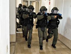 Der Zugriff beginnt (Bundesheer.Fotos) Tags: bundesheer austrian army militärstreife militärpolizei