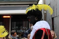 Zwarte Piet, in Dutch (Davydutchy) Tags: dejouwer joure fryslân friesland frisia frise netherlands niederlande nederland paysbas sinterklaas sint sintnicolaas pieterbaas zwarte piet black pete peter parade intocht optocht cap feather dutch tradition children feast party fest november 2016