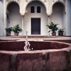 Casa Horno de Oro (Juan J. Mrquez (de vuelta a la batalla)) Tags: casahornodeoro granada color albaicin moriscos edificacin fuente patio agua arcos monumento alberca