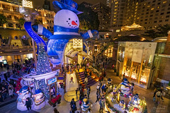 1881 Heritage, Hong Kong (mikemikecat) Tags:    1881heritage hongkong tsimshatsui xmas people joyful golden sony a7r fe1635mm sel1635z handheld cityscapes carlzeiss colorful nightview nightscape night