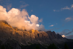 Last sun on the barrier (Massimiliano Teodori) Tags: alpi dolomiti valgardena passo sella tramonto sunset mountain landscape canon 6d ef1635f4lis canonef1635f4lis sdtirol sudtirolo tirolo