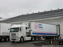 Baskin Robbins Freightliner Argosy COE belonging to Alpenrose Dairy, Truck #469 (Michael Cereghino (Avsfan118)) Tags: alpenrose freightliner argosy sleeper truck semi coe cabover cab over engine trucking baskin robbins ice cream 31 trailer reefer refrigerated