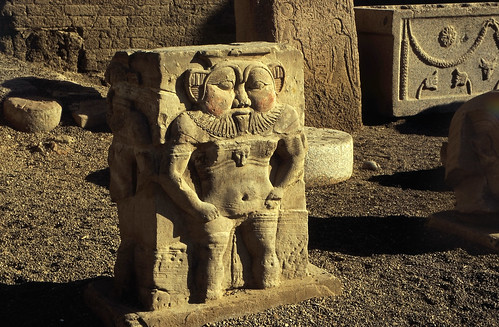 "Ägypten 1999 (533) Tempel von Dendera • <a style=""font-size:0.8em;"" href=""http://www.flickr.com/photos/69570948@N04/31427322336/"" target=""_blank"">View on Flickr</a>"