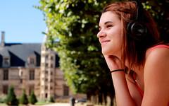 La musique est une joie qui traverse tout l'intérieur (Et si, et si ...) Tags: portrait couleur marine casque musique nevers ville extérieur