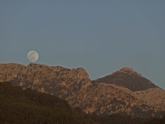 Moonlighting (Bricheno) Tags: espaa moon holiday mountains spain espanha mediterranean espana mallorca spanien spagna spanje majorca baleares soller portdesoller  espanya  serradetramuntana balearics hiszpania sller portdesller   bricheno