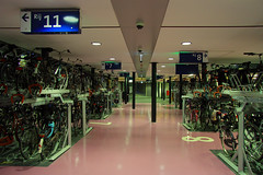 Inside bicycle parking Jaarbeursplein (davidvankeulen) Tags: city europe utrecht gare hauptbahnhof cycle stadt cs hbf ville mainstation stad centralstation fiets fietsenstalling jaarbeursplein fahrad bicycleparking utrechtcs utrechtcentraal stadskantoor provincieutrecht utrechtcentraalstation stationsgebied stadutrecht fahrradparken cityofutrecht cu2030 davidvankeulen davidcvankeulen urbandc davidvankeulennl stadskantoorutrecht utrechtsestationsgebied