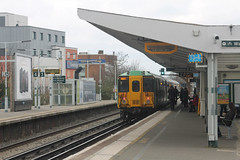 455 833 2R51 1152 Sutton (Surrey) - Victoria awaits time at Balham (1220) Monday 18th March 2014 (Colin.P.Brooks Railway Photography & Frinton) Tags: emu balham southernrailway electricmultipleunit class455 govia emuelectricmultipleunit monday18thmarch2014