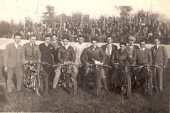 21-piloti-prima-della-gara-a-s.-maria-per-foto-ricordo---1948