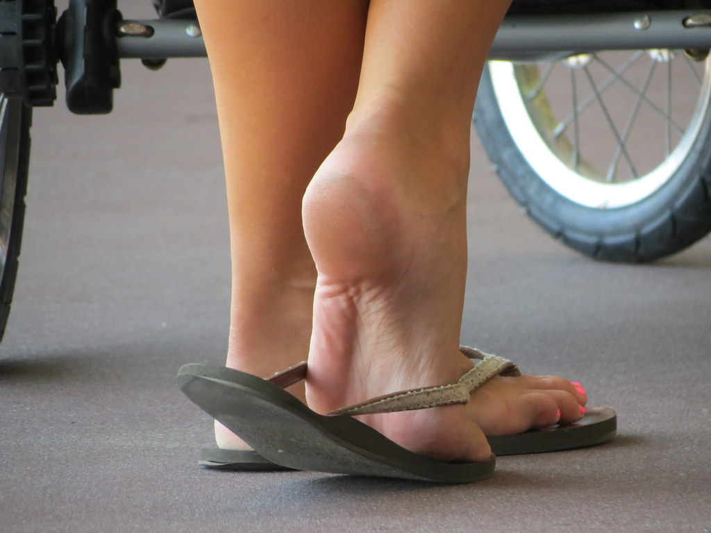 Tags Feet Teen Candid 21