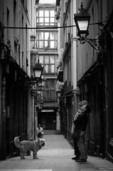 Bilbao - couple with dog spending an evening in the old town (Erzengel69) Tags: dog spain couple bilbao altstadt oldtown spanien eavening
