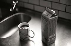 Oatly (Trixi Skywalker) Tags: black white canon av1 kodak tmax400 trix 400 stockholm sweden sverige 50mm 18 oatly wow no cow tea kitchen sink camera analog analogue cup