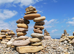 Lindisfarne (Niall Corbet) Tags: england northumberland lindisfarne holyisland beach stone pebble cobble art sculpture pile stack