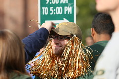 Pom Poms were everywhere (William & Mary Photos) Tags: select homecoming parade wm wmhc williamandmary williammary collegeofwilliamandmary collegeofwilliammary greenandgold alumni fall