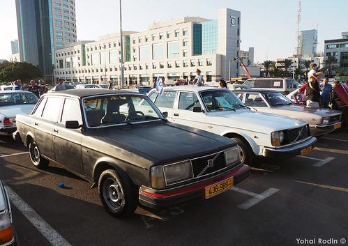 1979 Volvo 244 DL, 1977 Volvo 244 L