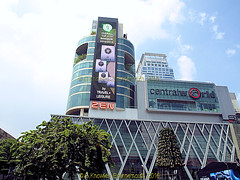 Central World Shopping Mall, in Ratchadamri road 2013, Pathumwan District, Bangkok, Thailand. (samurai2565) Tags: pathumwan hualamphongrailwaystation bangkok thailand railwaysinthailand bangkokrailwaystation erawanshrine chitlom rama1road skytrain policehospital phloenchitroad lumphinipark