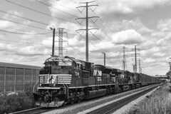 Trash on the Branch (sullivan1985) Tags: northjersey newjersey nj northbergen pn81 conrail cr ns 63v ns7319 blackandwhite westbound southbound freight freighttrain emd sd70ac es44ac d940c ns8035 ns8815 trash ge generalelectric electromotive norfolksouthern northernbranch sharedassets