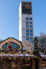 Christmas market in Stuttgart (MarkusR.) Tags: mrieder markusrieder nikon d7200 nikond7200 stuttgart germany weihnachtsmarkt christmasmarket weihnachten christmas rathausturm townhalltower rathaus townhall