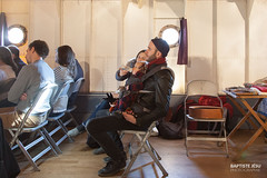 Travail d'équipe (Baptiste Jésu) Tags: 5d 2016 equipe bébé papa biberon concert péniche paris anako