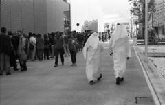 People (Valt3r Rav3ra - DEVOted!) Tags: nikonf90x nikon analogico film ilforddelta400 bw biancoenero blackandwhite 35mm valt3r valterravera visioniurbane urbanvisions streetphotography expo milano italy