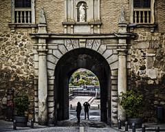 Puerta del Cambrn (Ignacio M. Jimnez) Tags: ignaciomjimnez toledo castillalamancha espaa spain cambron puerta door gente people piedra stone calle street