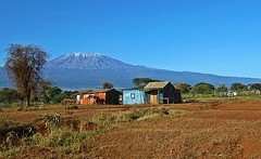 Blue hut with Kilimandscharo (io747) Tags: afrika berg mountain kilimandscharo htte hut blau blue landscape africa kenia schnee bunt colourful