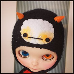 Limited Edition Baby Fangster for Neo Blythe (EssHaych) Tags: monster doll vampire crochet blythe etsy fangs custom limitededition earflap babyfangster erikosemporium