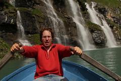 Ich unterwegs mit dem Ruderboot auf dem Oeschinensee ( Bergsee - See - Lac - Lake ) oberhalb von Kandersteg im Berner Oberland im Kanton Bern in der Schweiz (chrchr_75) Tags: chriguhurnibluemailch christoph hurni schweiz suisse switzerland svizzera suissa swiss kantonbern chrchr chrchr75 chrigu chriguhurni 1407 juli 2014 hurni140731 albumjustme oeschinensee see lac lake lago kandersteg berner oberland berneroberland hurnichristoph christophhurni ich me albumoeschinensee alpensee bergsee albumbergseenimkantonbern s jrvi  bergseeli seeli albumwasserflleimkantonbern albumwasserfllewaterfallsderschweiz wasserfall   vandfald waterfall cascade  cascada waterval wodospad vattenfall vodopd slap juli2014