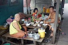 dining al fresco (the foreign photographer - ) Tags: family food breakfast table thailand outside al open bangkok sony air dining fresco khlong bangkhen thanon rx100