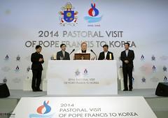 Korea_Pope_Visit_Press_Center_10 (KOREA.NET - Official page of the Republic of Korea) Tags: cardinal korea lotte  presscenter lottehotel  pastoralvisit popefrancis   cardinalofkoreaandrewyeomsoojung 2014pastoralvisitofpopefrancistokorea