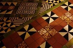 Christ Church Cathedral, floor tiles (dididumm) Tags: ireland dublin gothic fliesen kathedrale kirche irland tiles romanesque muster floortiles christchurchcathedral gotisch leinster romanisch bailethacliath bodenfliesen cathedralofthemostholytrinity ardeaglaistheampallchrost
