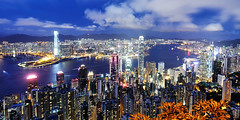 香港 - Hong Kong (urbaguilera) Tags: china city blue panorama night skyscraper nikon asia republic harbour district daniel peak victoria special hong kong peoples hour 城市 香港 region 夜景 建築 aguilera blending 設計 administrative 維多利亞港 漂亮 太平山頂 中華人民共和國 香港特別行政區 urbaguilera 藍色時刻