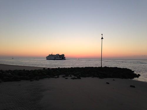 Fähre vor Sonnenaufgang