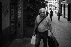 staring contest (gato-gato-gato) Tags: street bw white black blanco monochrome person schweiz switzerland flickr noir suisse strasse 28mm zurich negro snapshot streetphotography pedestrian september human pointandshoot streetphoto monochrom zrich svizzera sonne weiss zuerich blanc ricoh ricohgr sonntag schwarz onthestreets passant mensch sviss autofocus zwitserland isvire zurigo streetphotographer fussgnger zueri strase streetpic apsc gatogatogato fusgnger gatogatogatoch wwwgatogatogatoch streettogs tobiasgaulkech