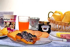 Coffe Break (Lorraine Dias) Tags: marilyn bread milk juice toast monroe jelly coffe queensberry