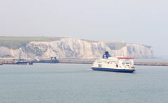 Dover in the early morning (Robert Styppa) Tags: england ferry nikon scenery po whitecliffs dover p7800
