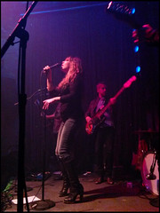 The Detroit Cobras (James Mundie) Tags: bar rockandroll garagerock johnnybrendas thedetroitcobras copyrightprotected rachelnagy jamesmundie profjasmundie copyright©jamesgmundieallrightsreserved