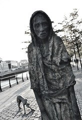 Famine Memorial (Michelle O'Connell Photography) Tags: poverty ireland sculpture dublin statue photography memorial michelle eerie eire hunger historical docklands starvation oconnell realistic potatofamine rowangillespie leinster republicofireland customhousequay thegreatfamine 1millionpeople badcrops