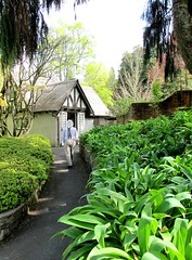 Path to the gardener's cottage at Tupare in New Plymouth (The Shopping Sherpa) Tags: tupare artsandcrafts historicbuilding jameschapmantaylor garden taranaki newplymouth
