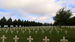 French Military cemetery in Lihons (Somme) (Sokleine) Tags: wwi memorial remember grandeguerre greatwar 1418 somme picardie picardy hautsdefrance france historic history ncropole croix crosses tombes tombs military french soldats soldiers