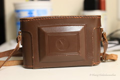 Oooh... looks like a purse alright! (dheeruparu) Tags: voigtlander bessa ii 6x9 medium format film color skopar 105mm 35 range finder