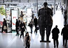 "Botero's ""Eve"" (backside)  at TWC (sjnnyny) Tags: corporateartinstallation timewarnercenter massivebronzeculpture stevenj pentaxk3ii smcda1650mmf28edifsdmstevenj sjnnyny shoppingmall luxurymall colombianartistfernandobotero"
