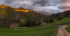 Territorio pasiego (Marce Alvarez.) Tags: nikon nikkor2470 paisaje panoramica vallespasiegos landscape portillolunada cantabria pueblosdecantabria cantabriainfinita atardeceres cabaaspasiegas miera