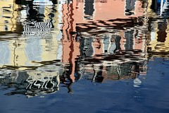 End of the water line... (modestino68) Tags: riflessi reflects mare sea case houses lilium