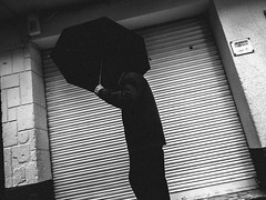 fujineopan1600-IMG_6442 (J. Garcia2011) Tags: callejera urbana urbano calle paraguas lluvia streetphotography street momocromo monochrome byn bn blackandwhite bw g11 valencia comunidadvalenciana