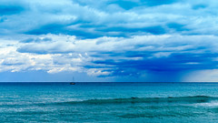 50 nuances de bleu (MrMyz) Tags: france mer rmyb sea beautifullight bellelumire bleu canon ciel couleur eau eos eos70d exterieur landscape light lumire mrmyz nature nuages outdoor paysage sky solitude solo water