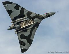 Avro Vulcan (Tony Brierton) Tags: uk england london flying aircraft airshow planes vulcan fia farnborough flypast avrovulcan 20714
