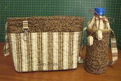 Organizador de bolsa e capa para garrafa (Zion Artes por Silvana Dias) Tags: patchwork bolsa bolsapatchwork portagarrafa organizadordebolsa zionartes